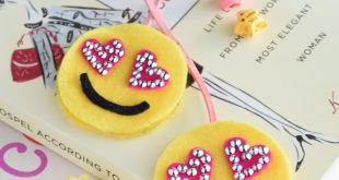 Easy Kids Craft: Emoji Felt Bookmarks